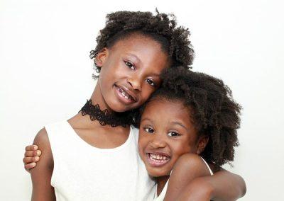 sisters-3484744_640